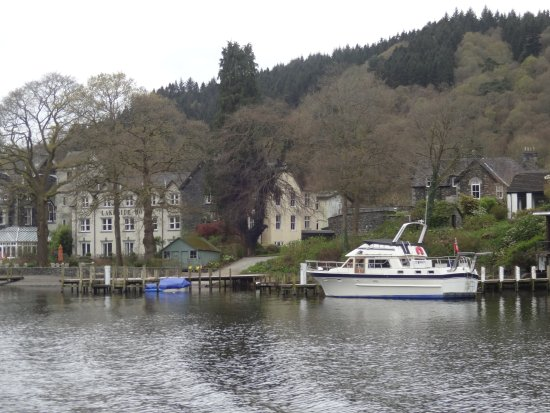 Newby Bridge, UK: Looking back on the hotel from the boat