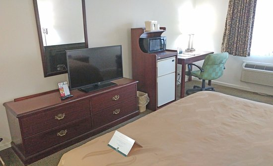 Peru, IL: TV and desk