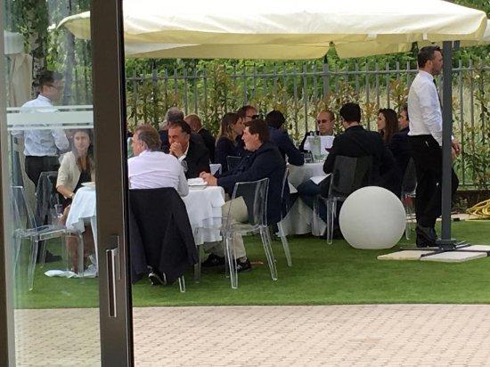 Cerro Maggiore, Italia: Berlusconi a pranzo in Villa ReNoir