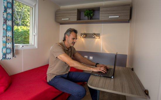 Vitrolles, France: Modèle S1, tout-équipé, climatisation réversible, plaques vitro-céramique, lave-vaisselle, machi