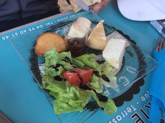 Lumio, France: une entrée de fromages tous délicieux