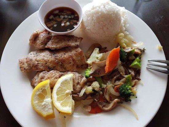 Agat, Mariana Islands: Махи махи гриль с рисом