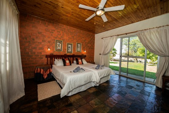 Outjo, Namibia: Twin room with en-suite toilet and shower-room