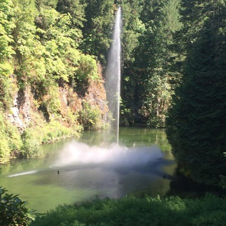 Butchart Gardens: Lovely Water Fall
