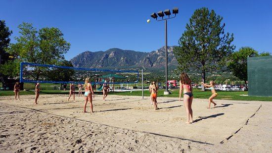 Cheyenne Mountain Resort Colorado Springs, A Dolce Resort: 2 Beach Volleyball Courts