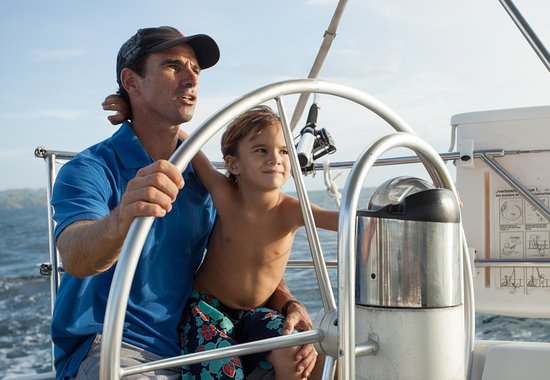 Sailing Conchal Day Tours: Sailing at its finest