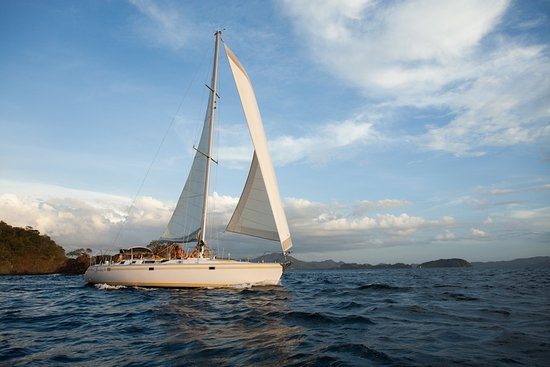 Sailing Conchal Day Tours: Wind in the sails