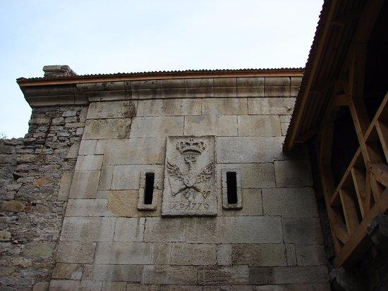 Kamianets-Podilskyi, Ucrania: Герб на стене крепости