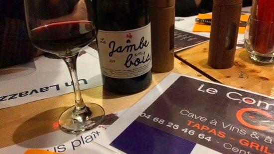 Villegly, France : du bon vin de la maison