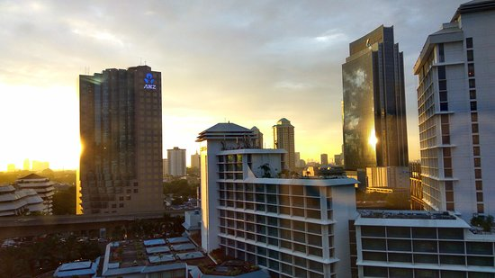 Le Meridien Jakarta: The hotel front view