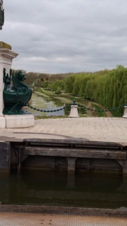 Briare, Франция: View from canal