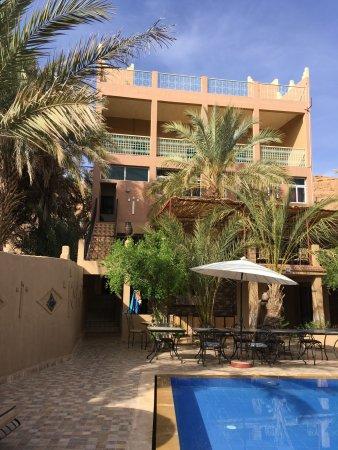 Aoufous, Fas: Blick vom Garten auf das Gästehaus