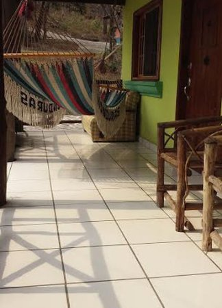 Marcala, Honduras: Corredores amplios con hamacas.