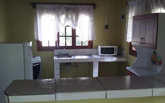 Marcala, Honduras: Cocineta en cabañas.
