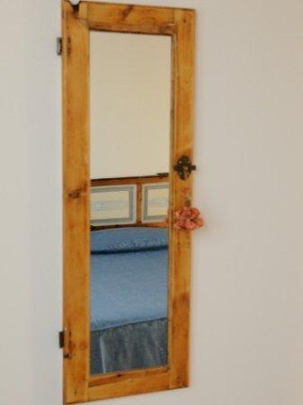 Specchio Camera da letto - Picture of Agriturismo Valle dei Venti ...
