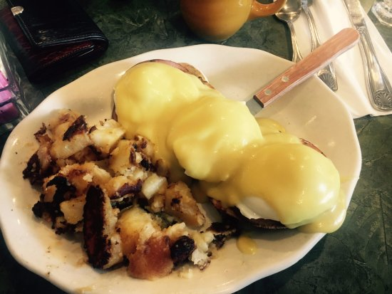 Westport, CT: Eggs Benedict