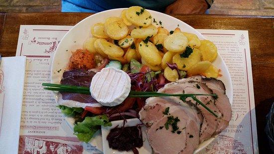 Saint-Cirq-Lapopie, France: l'assiette bistrot