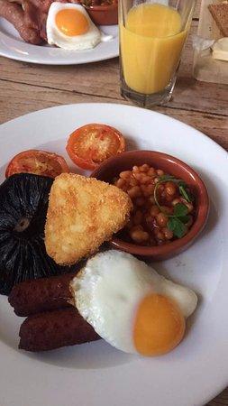Thame, UK: English breakfast. The mushroom is so yummy.