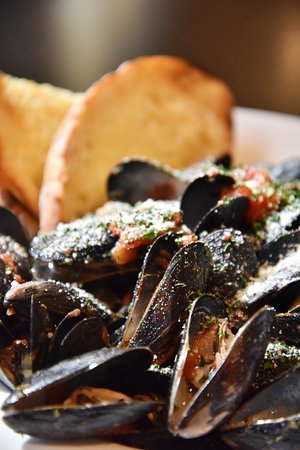 Falmouth, ME: Brick Oven Mussels
