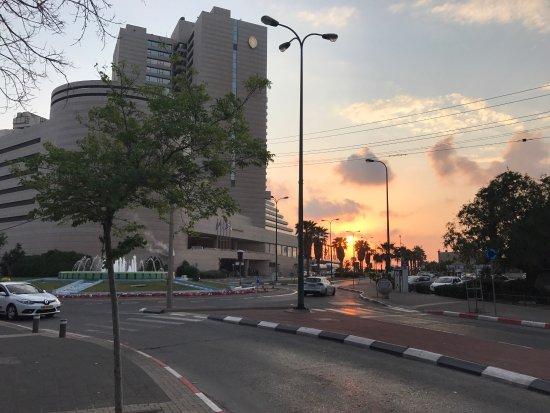 InterContinental David Tel Aviv: Blick von 7.Stock zum Restaurant