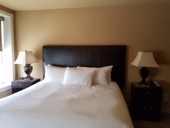 Waukesha, WI: Renovated old inn with modern charm and style.
