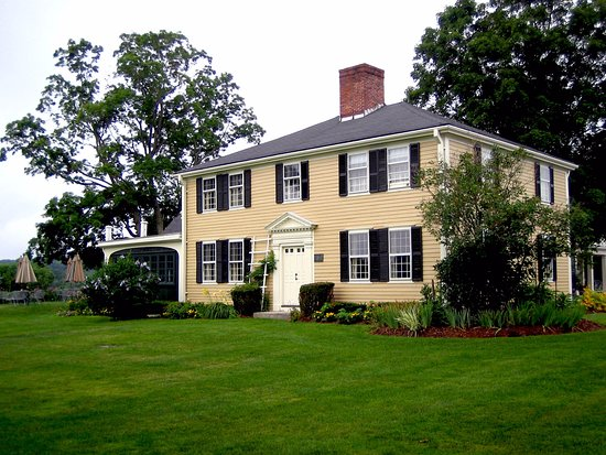 West Brookfield, MA: delicious food served in a 1705 farmhouse on 600 acres of land