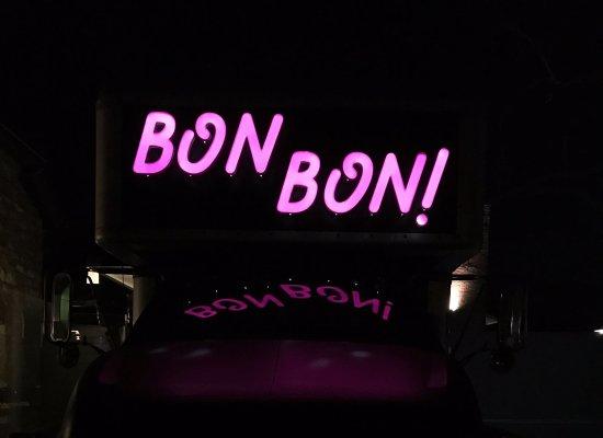 Lawrence, Канзас: Bon Bon!