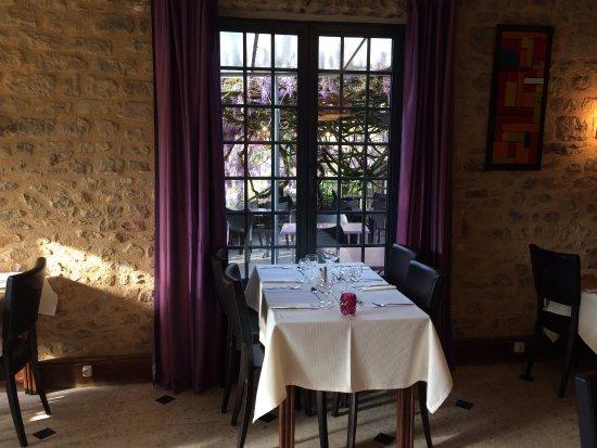 Limeuil, Francia: table avec vue sur la terrasse