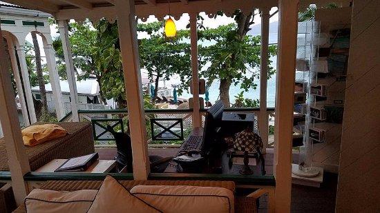 Sugar Mill Hotel: The reception/concierges area