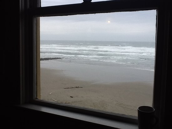 Sylvia Beach Hotel: View from the library facing the Pacific Ocean.