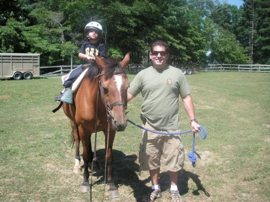Cullowhee, Carolina do Norte: Horse Stables - Child on parent led ring ride