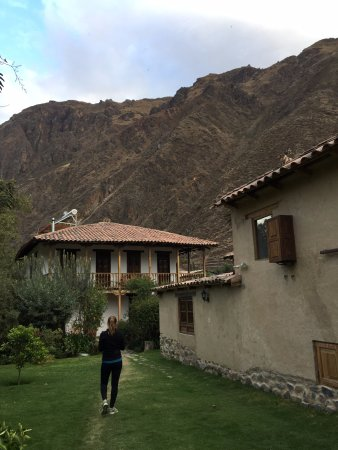 El Albergue Ollantaytambo: View from the back of the property toward buildings.