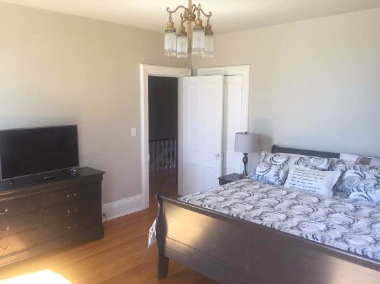 Brockville, Canada: The Sugar Maple another King size bed