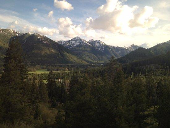 East Glacier Park, MT: Rail line from East to West Glacier