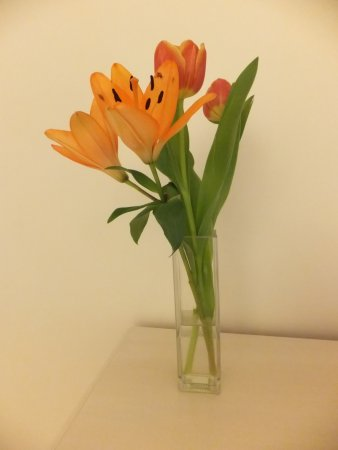 The Pier: Fresh flowers in room (indicating attention to detail)