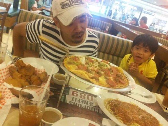 Las Pinas, الفلبين: Fam Fave