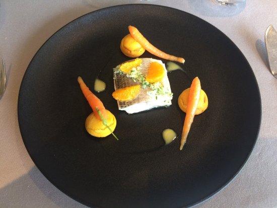 Crozet, Francia: Très bon restaurant ,classe , service très sympa et très professionnel,cadre chaleureux.un peu c