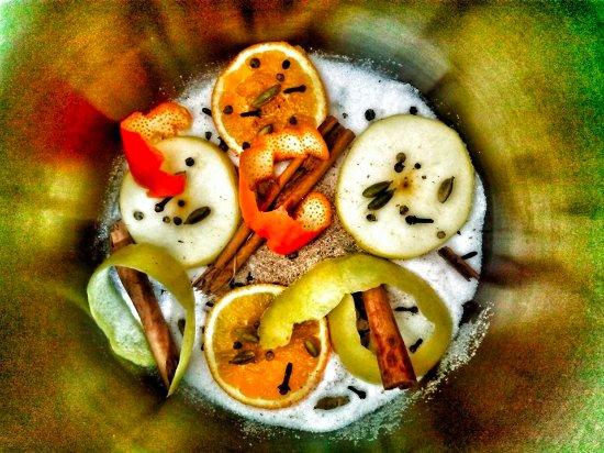 Sapemore - Il cucinino strano: preparando il vin brulè