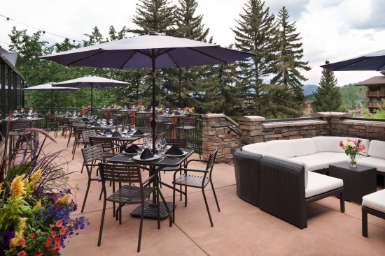 Snowmass Village, CO: Summer dining on the patio