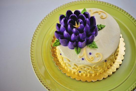 Akron, OH: Floral buttercream cake