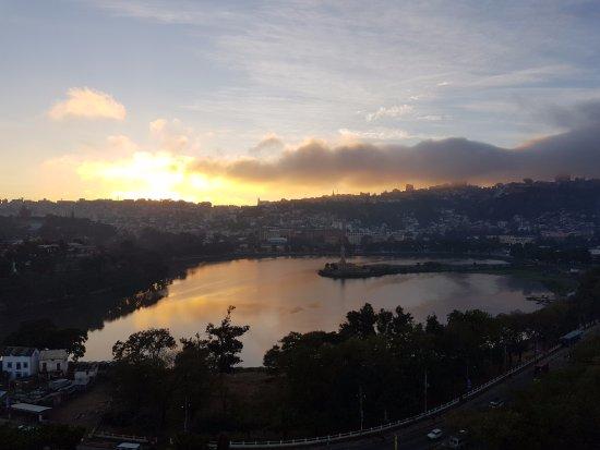 Hotel Carlton Antananarivo Madagascar: Vue du 10e étage sur le lac Anosy