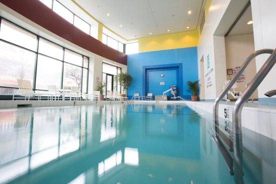 Rosemont, IL: Indoor pool located on ground floor