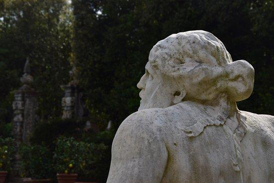 Marlia, Italien: Statua del Serchio. Villa Reale, parco