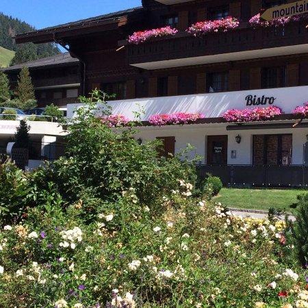 Schonried, Suiza: Esterno Ristorante. Outdoor Restaurant.