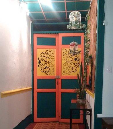 Puerta principal de los colores