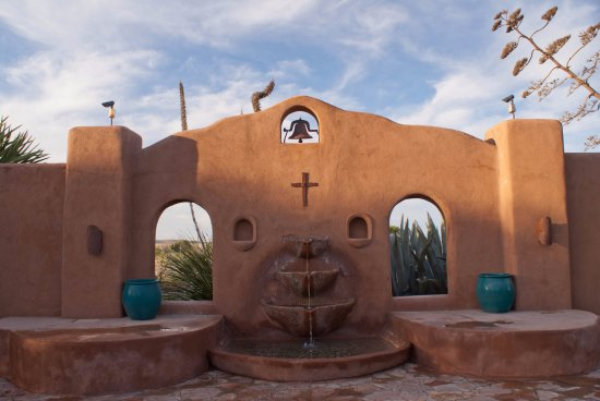 Marathon, TX: Fountain in one of the patio areas
