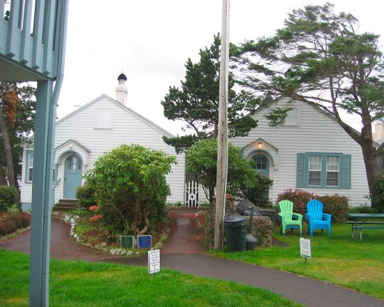 Hillcrest Inn: Two-bedroom cottages are available for families and groups.