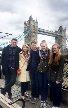 Londonna Tour Guide: Outside of the Tower of London