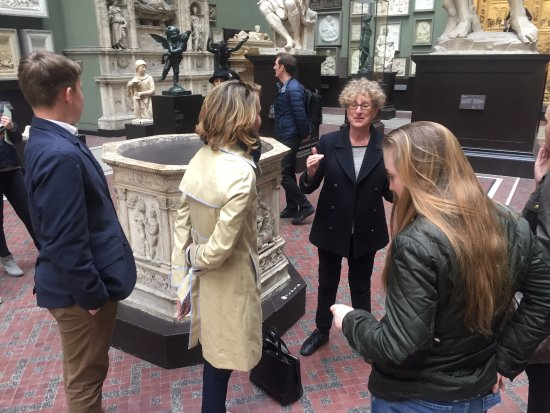 Londonna Tour Guide: Sharing the Albert & Victoria Museum