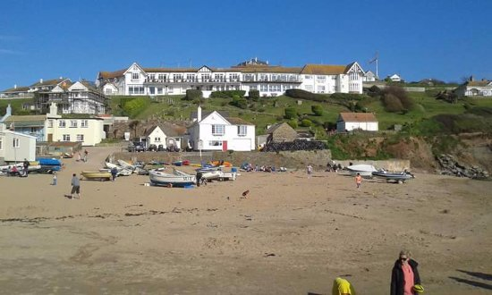 Hope Cove, UK: View of hotel from beach